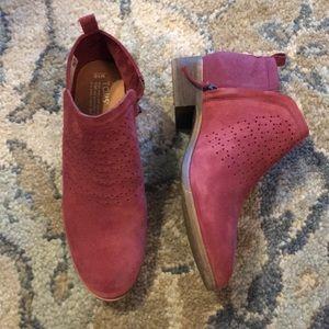 Tom's maroon booties